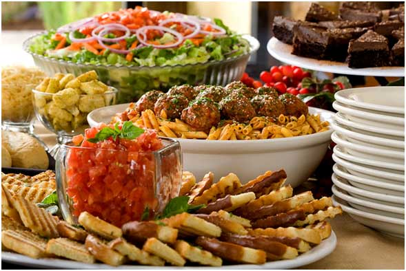 Reasons to Hire an Italian Catering Service For Your Party